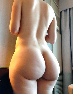 Пышные дамочки с шикарными задницами 3 фото