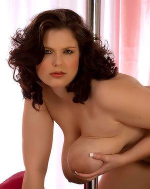 Полная женщина с огромными сиськами 2 фото