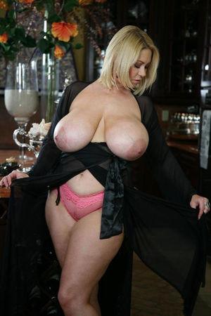 Зрелая блондинка с большими сиськами 2 фото