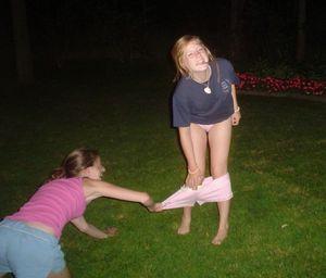 Пьяные девушки показывают свои прелести 2 фото