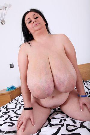 Пухлая баба с обвисшими дойками 23 фото