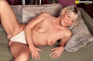 Пожилая тетка фотографируется нагишом 11 фото