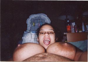 Жена не стесняется показать свои сиськи после родов