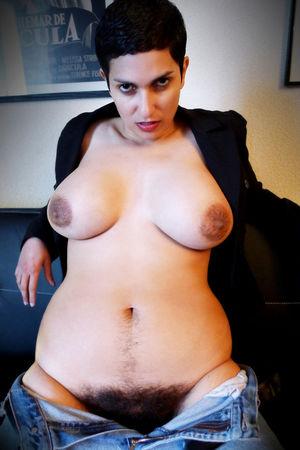 Порнозвезда с мохнатой щелью 9 фото
