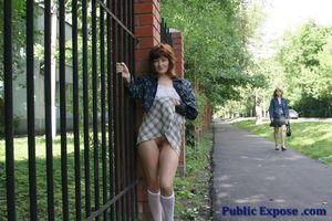 Девушка из России оголяет волосатую пизду в публичных местах 13 фото