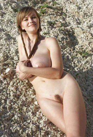 Русская девушка во всей красе на природе 6 фото