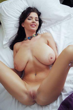 Катя Сидоренко показывает свое сексуальное тело 3 фото