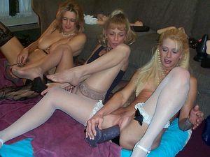 Лесбиянки решили устроить оргию с использованием секс игрушек