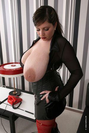 Аппетитная пампуха с большими сиськами 8 фото