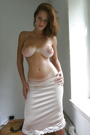 Фото молодых девок с большой грудью.