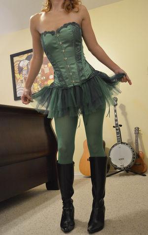 Фото девки в корсете и зеленых колготках. 4 фото