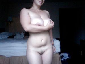 Самочка с большой грудью показывает домашние фото 10 фото