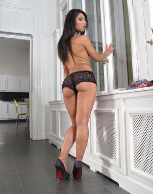 Мексиканка вставляет самотык в пизду 6 фото