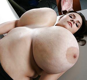 Огромные титьки телок крупным планом. 10 фото