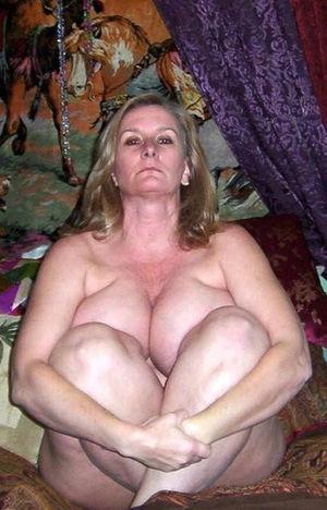 Женщина в годах с большой грудью 2 фото