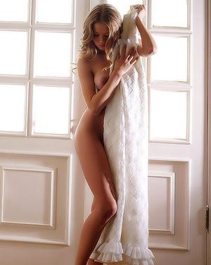 Худенькая блондинка с красивыми формами 13 фото
