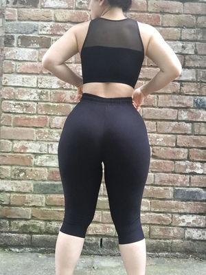 Подкачанная задница спортивной толстушки 14 фото