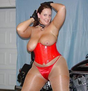 Большая дама на мотоцикле 5 фото