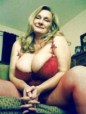 Женщина в годах с большой грудью 6 фото