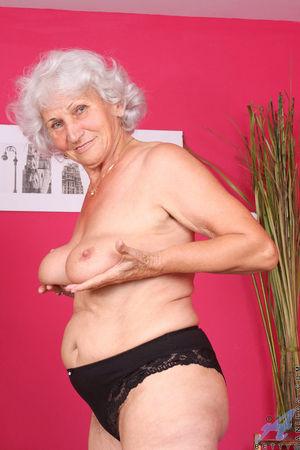 Развратная бабуля любит горячий секс. 4 фото