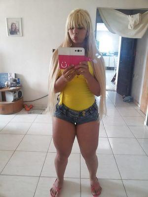 Блондинка с пухлыми ляжками 7 фото