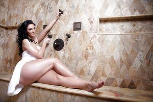 Rosee Divine хвастается своей огромной попой 3 фото