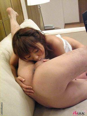 Мужик трахает свою домработницу-японку. 11 фото