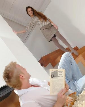 Жена отвлекла своей пиздой от чтения книги 0 фото