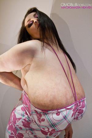 Тетка с огромной грудью 6 фото