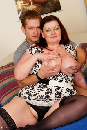 Толстая баба скачет на молодом члене 1 фото