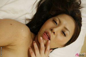 Азиаты наполнили хрупкую подругу спермой 14 фото