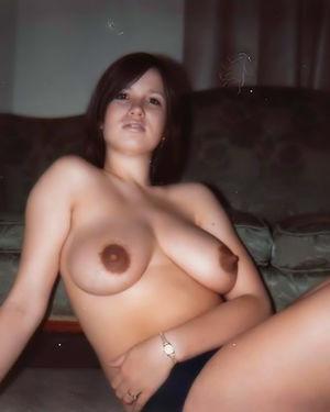 Полные девушки с шикарными дойками делают фото 1 фото
