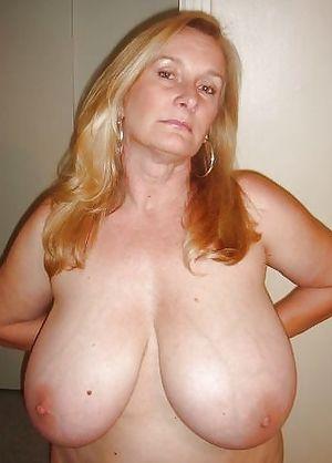 Женщина в годах с большой грудью 0 фото