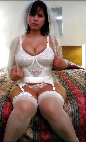 Сексуальные и горячие дамочки в одежде. 1 фото