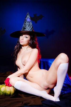 Развратные сучки в костюмах ведьм 0 фото
