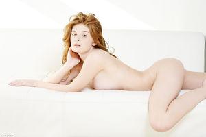 Эротическая фотосессия рыженькой модели с очень классными сиськами 6 фото
