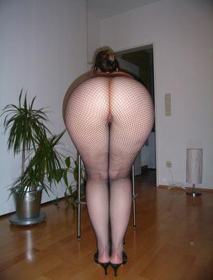 Пышная девка с большими ляжками и жопой 6 фото