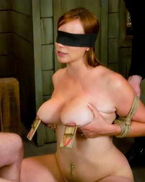 Грудастая рыжуха наслаждается БДСМ сексом 3 фото