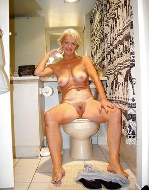 Зрелые жены делают интим фото 3 фото