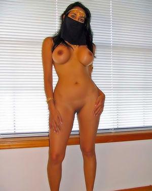 Фигуристая мусульманка с большими сиськами 6 фото