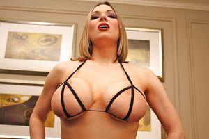 Блондинка в откровенном белье 5 фото