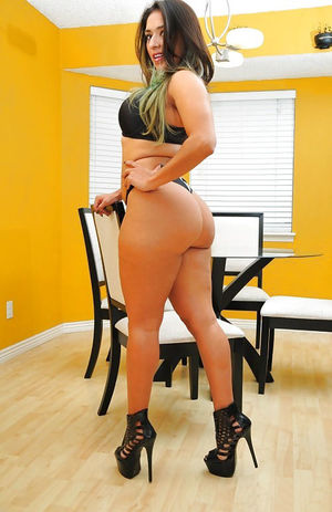 Фото женщины с большой задницей 5 фото