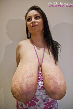 Тетка с огромной грудью 3 фото