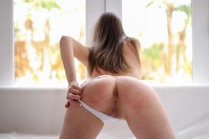 Горячий секс с брюнеткой. 6 фото