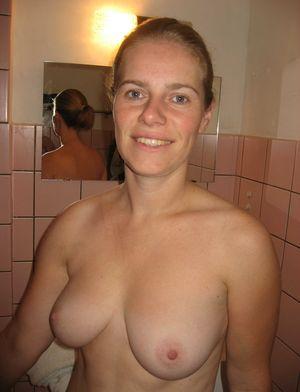 Зрелая дама любит ебаться в анал