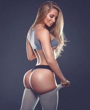 Amanda Lee и ее красивые формы и подкачанная попка