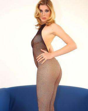 Блондинка гладит стройное тело сквозь сексуальный костюм 6 фото
