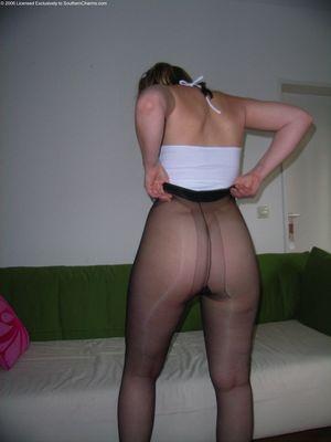 Женщина с толстой жопой в нейлоновых колготках 7 фото