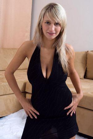 Блондинка с большими титьками 4 фото