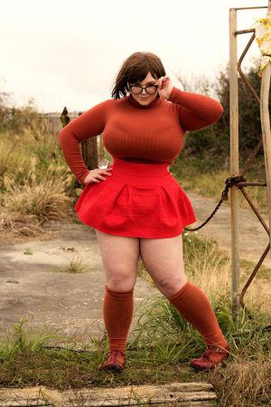 Пенни Браун -задорная толстушка с огромными буферами. 4 фото
